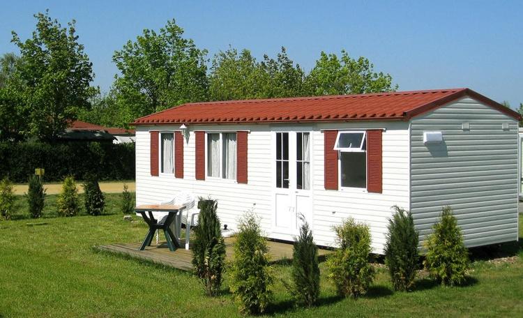 unterkunft geierswalde sachsen bungalows am geierswalder see pensionen bernachtung. Black Bedroom Furniture Sets. Home Design Ideas