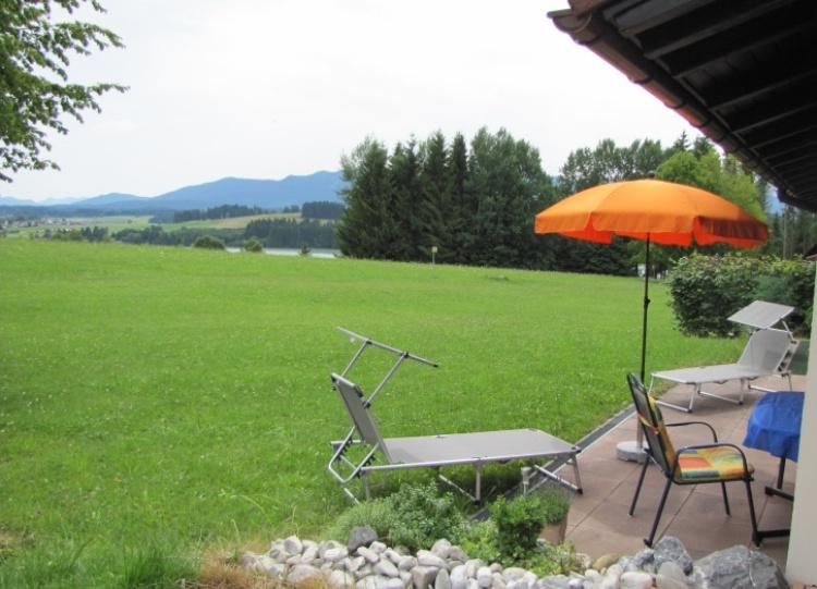 Terrasse gut ausgestattet mit Berg- und Seeblick
