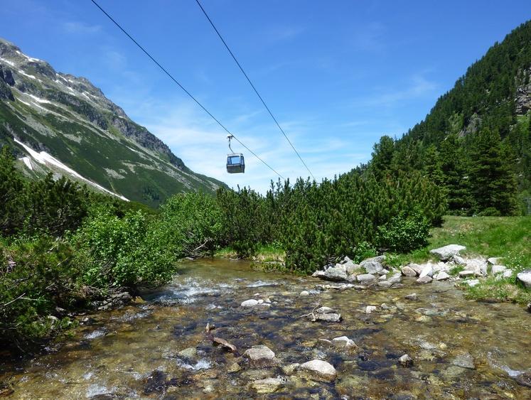 Up with the gondola in the Weißsee Gletscherwelt