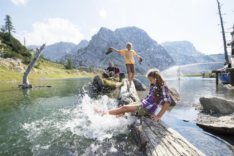 Familienurlaub Wanderurlaub Appartement  Ferienwohnungen Österreich Kärnten Nassfeld  See Radfahren