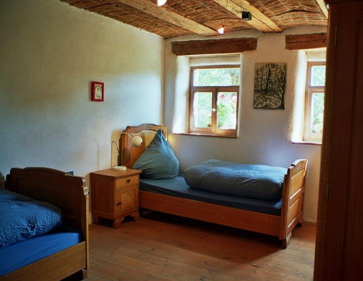 Schlafzimmer mit antiken Möbeln