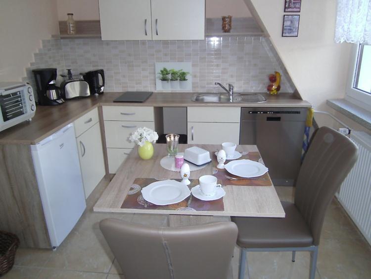 Küche durch Rundbogen zum WZ getrennt