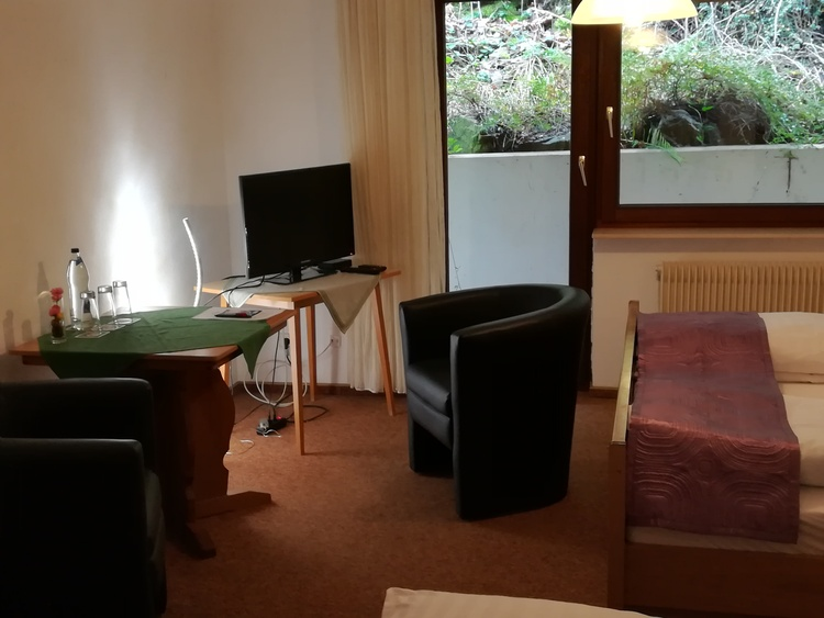tripel room with TV