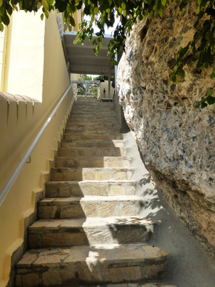 Grosse Treppe zugang zur Ferienwohnug od Lift
