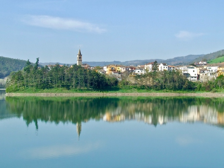 Lake of Mercatale (hamlet of Sassocorvaro)