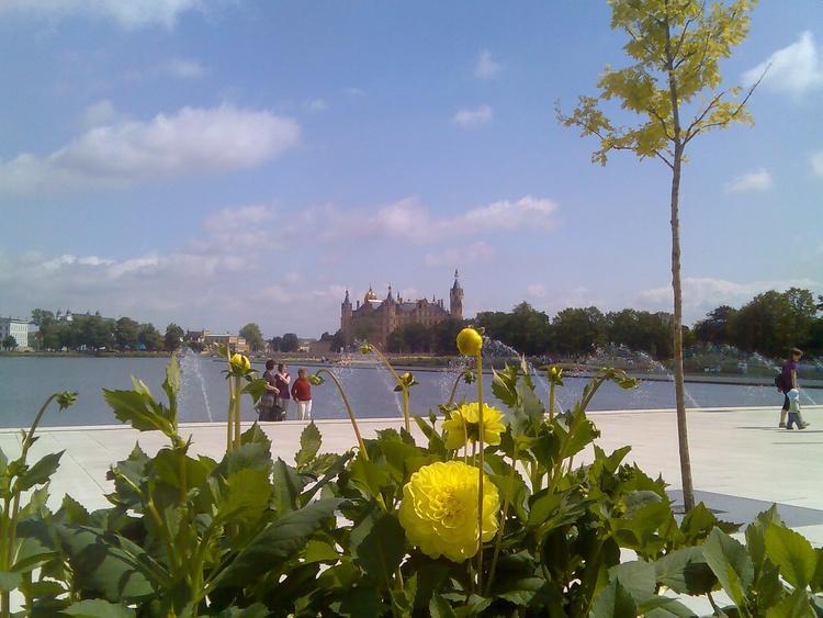 Blick über den Burgsee