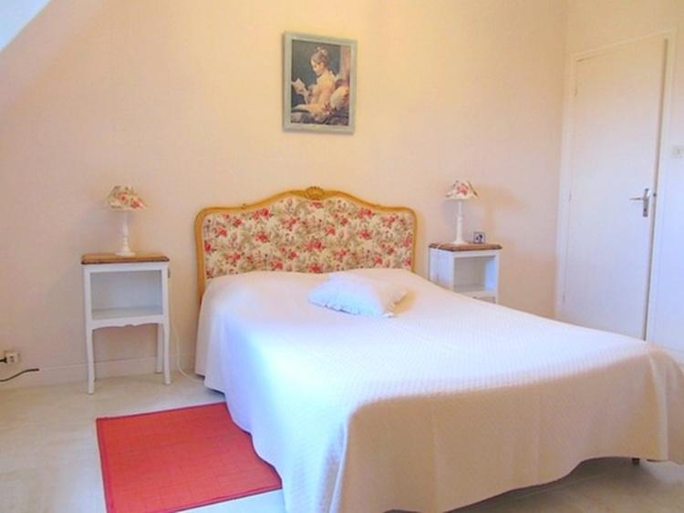 Schlafzimmer mit Doppelbett (160). Blick auf das Meer