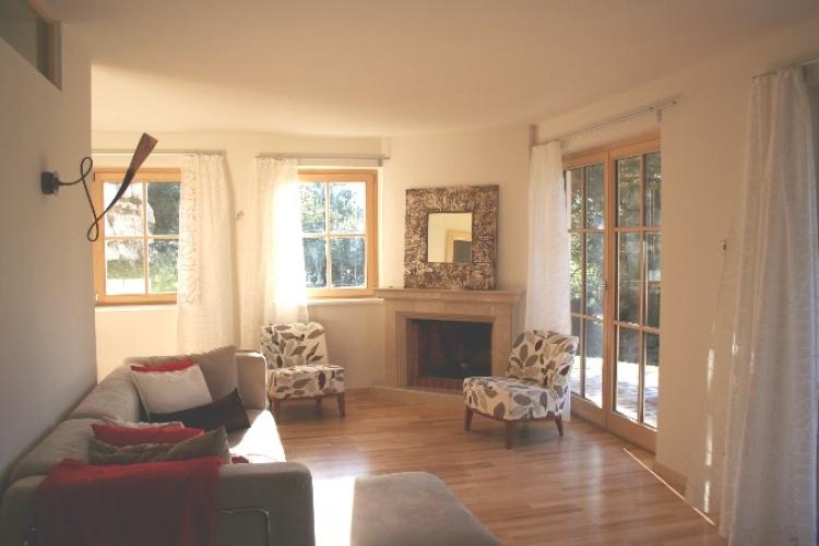 Livingroom - view on fireplace
