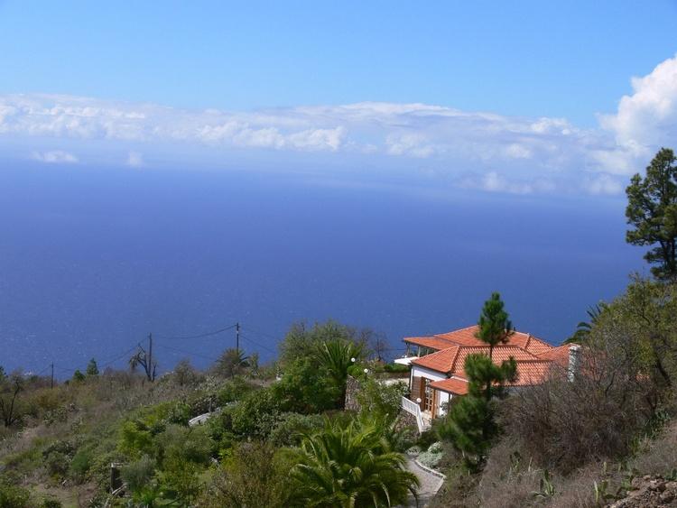 Superblick auf Villa und Atlantik