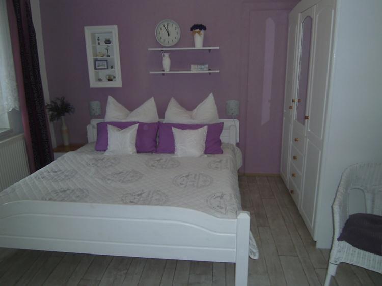 Schlafzimmer  200x1,80 Bett