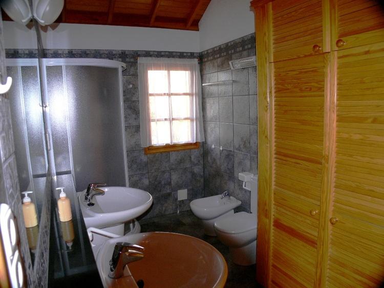 Bad mit Doppelwaschbecken, Dusche, Bidet, WC, Fußbodenheizung