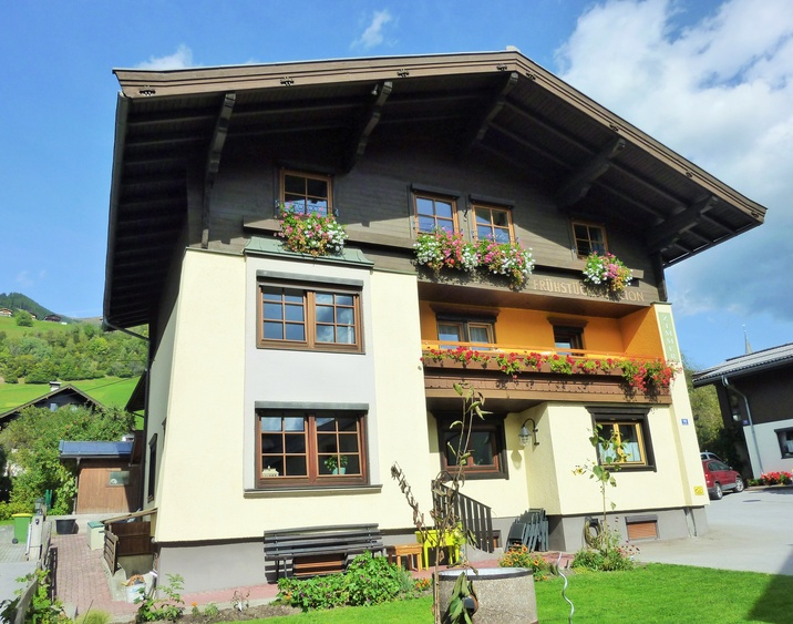 Pension zu Hause in the summer