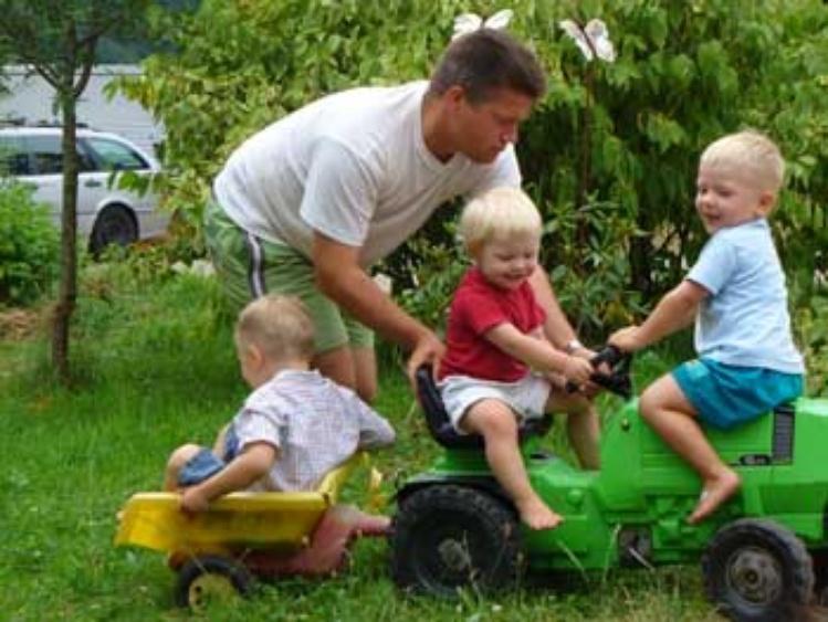 Viel Spaß für Kinder mit Fahrzeugen etc.