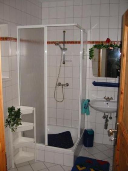 Showgrößen room with toilet