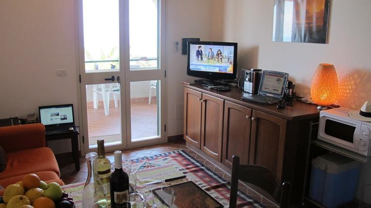 Lounge area with TV, DVD player, mini hifi etc.