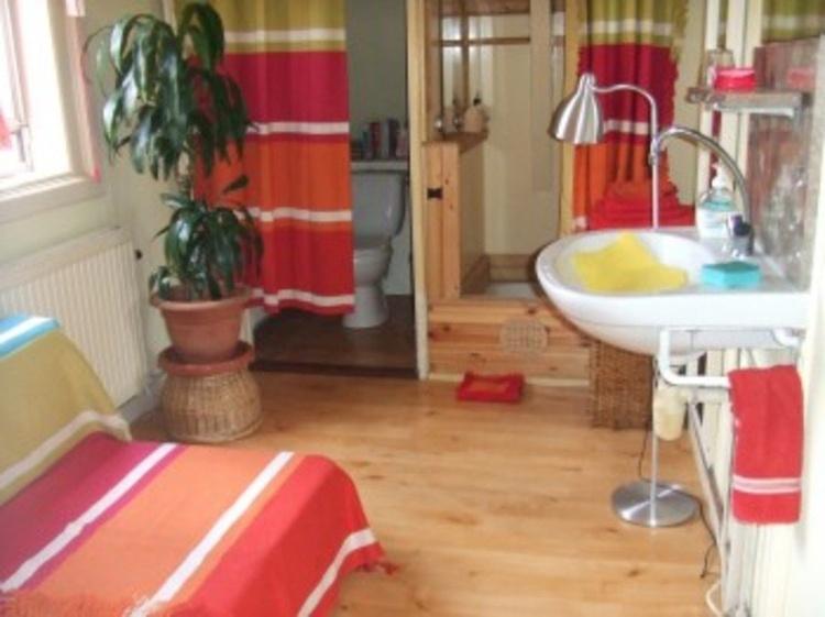 Zimmer mit douche/toilet und extra Bett