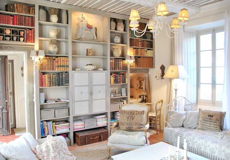 Bibliothek im Salon