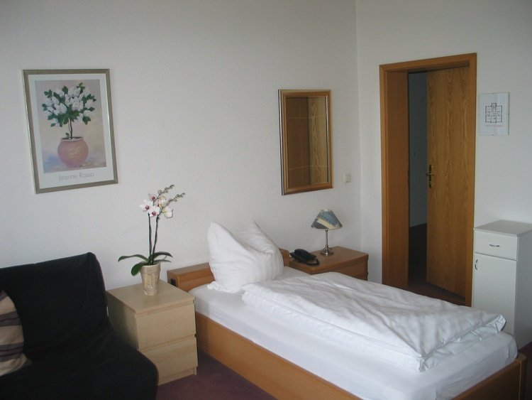Single-room with private bath-tub