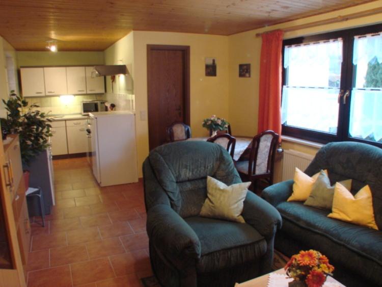 Wohnzimmer mit Küche im FH