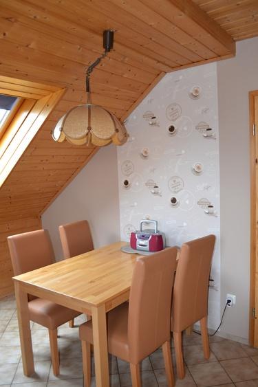 Esstisch mit 4 Stühlen 45 m²