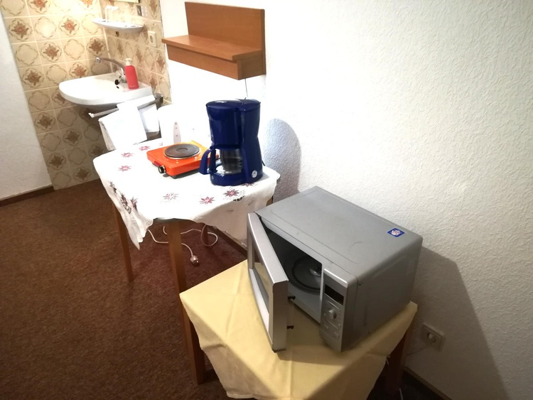 Single room with small kitchen