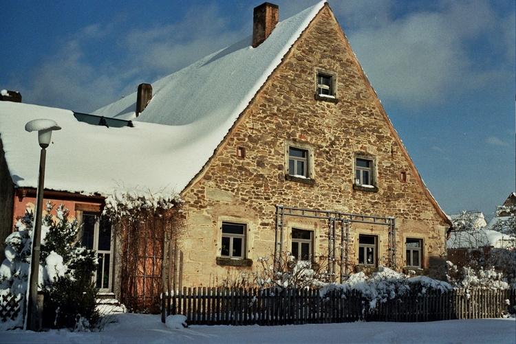 Das Haus im Winter von Westen