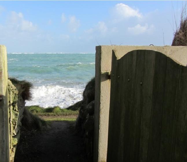 Park mit Zugang zum Meer und zum Küstenwanderweg (GR34)