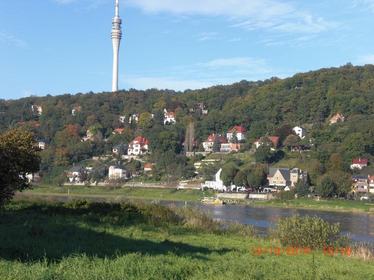 Blick auf den Fernsehturm in Loschwitz