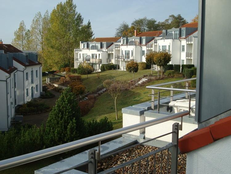 Blick von Dachterrasse 2 auf die Gartennlage